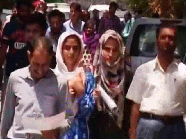 Video : Medical Exam Briefly Breathes Life Into Srinagar Amid Lockdown
