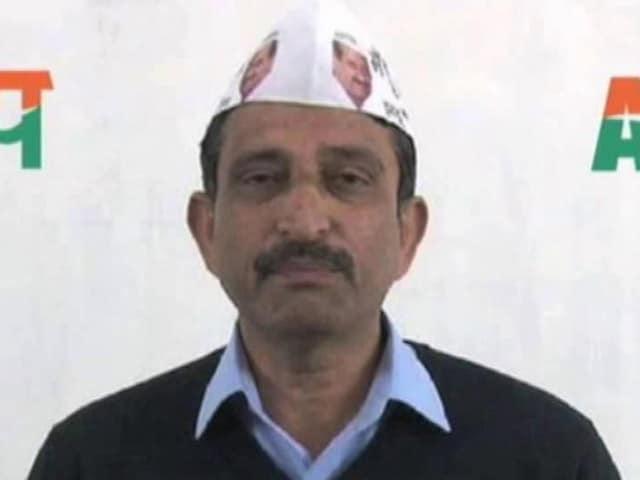 Video : आम आदमी पार्टी के विधायक करतार सिंह के घर आयकर विभाग का छापा