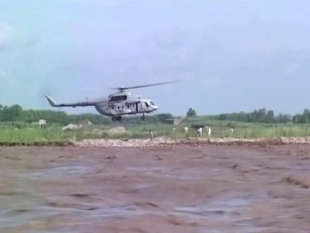 Video : 8 Stranded People Airlifted From Yamuna River By IAF Officers