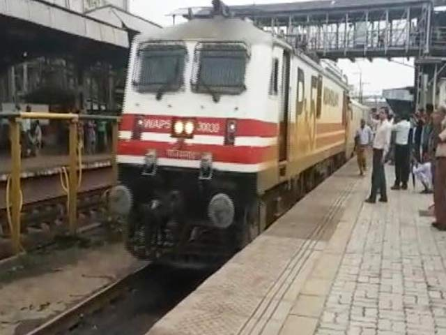 Video : Heavy Rain Delays Arrival Of High Speed Talgo Train In Mumbai