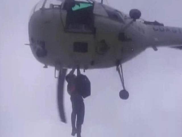 Video : Coast Guard Chopper Rescues 28 People Stranded In Gujarat Flash Floods