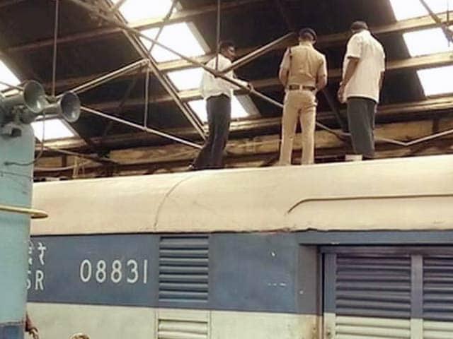 Videos : चेन्नई : ट्रेन की छत में छेद कर पांच करोड़ रुपये ले उड़े चोर