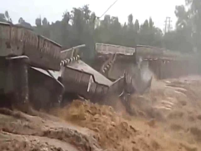 Video : Caught On Camera: 44-Year-Old Bridge Collapses In Himachal After Heavy Rain