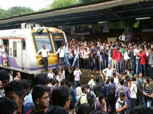 Video : Delays For Mumbai Locals As Angry Passengers Blocked Badlapur Tracks