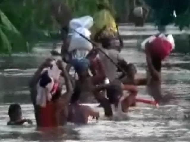 Video : बिहार के कई इलाकों में बाढ़ जैसे हालात, नदियां उफान पर