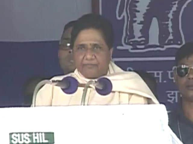 Video : In First Rally In Agra Mayawati Plays Up To Dalits