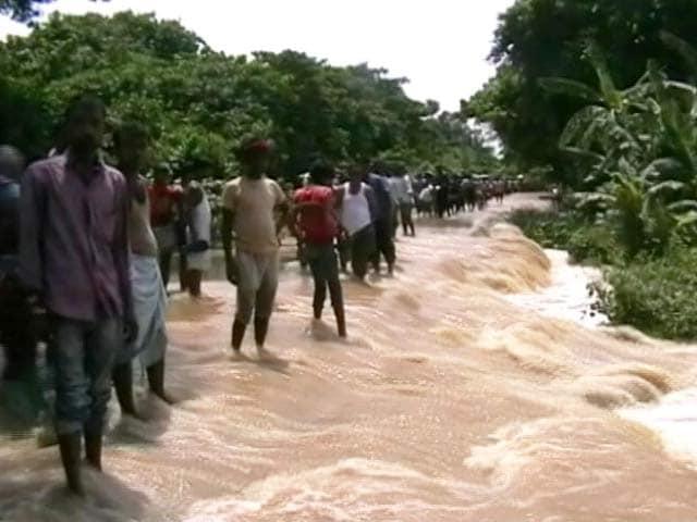 Video : देश के कई राज्य बाढ़ से बेहाल : यूपी, बिहार, मध्य प्रदेश और पश्चिम बंगाल में हालात बेकाबू