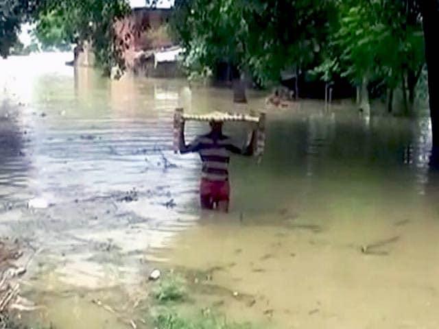 Videos : बिहार, यूपी, मध्यप्रदेश, बंगाल और झारखंड के कई इलाक़ों में बाढ़ से हालात बेक़ाबू