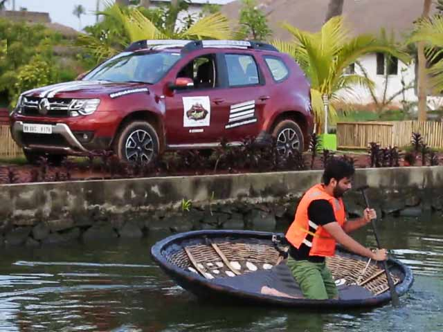 Video : India Adventures: Rowing In Kochi To Win The Advantage!