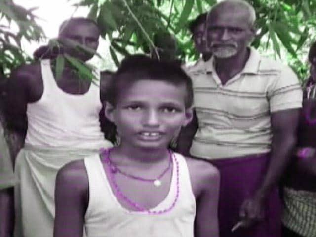 Video : 10 साल के बच्चे ने नदी में डूब रहीं चार लड़कियों को बचाया
