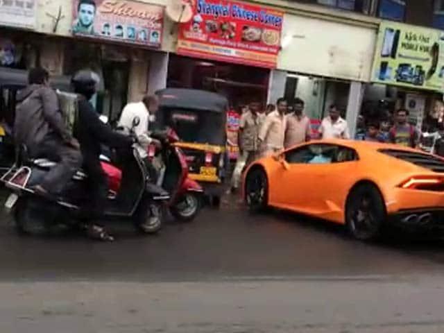Video : बीजेपी विधायक की पत्नी ने 5 करोड़ की कार से मार दी ऑटो को टक्कर