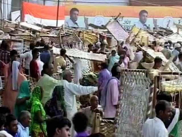 Video : यूपी : राहुल गांधी की 'खाट सभा' खत्म होते ही मची 'खटिया की लूट'