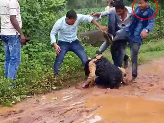 Video : BJP Politician's Son Filmed Thrashing Bikers In Road Rage