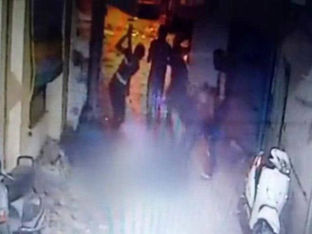 Video : Caught On Camera: Gujarat Man Brutally Beaten To Death By Gang