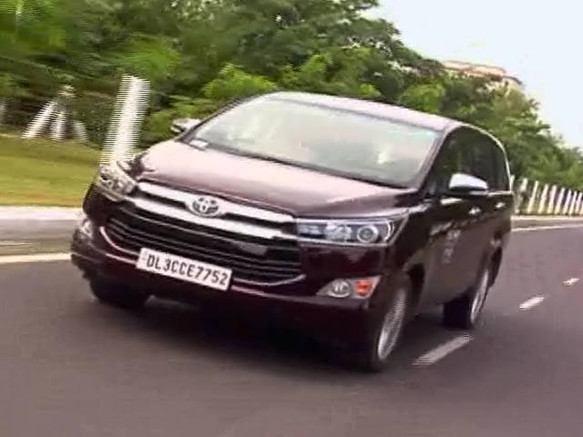 Video : रफ्तार : टोयोटा की इनोवा क्रिस्टा पेट्रोल इंजन के साथ भी लॉन्च