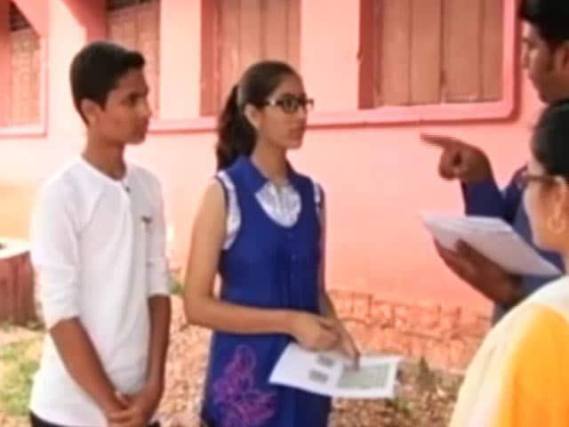 Video : मध्य प्रदेश की छात्रा ने कायम की मिसाल, स्कॉलरशिप के पैसे स्कूल में टॉयलेट बनाने के लिए दिए