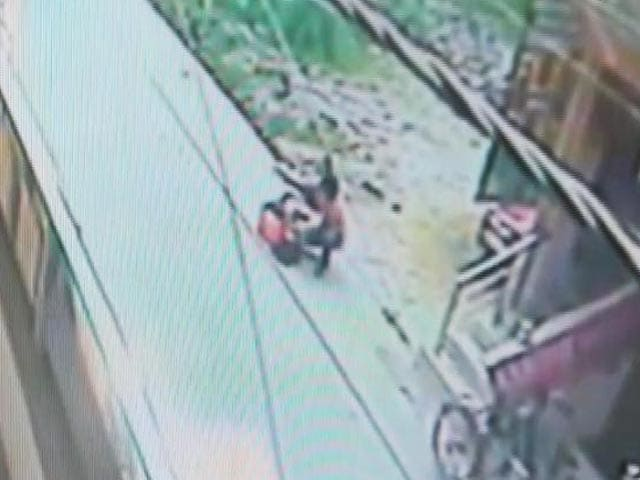 Video : Woman Stabbed Nearly 30 Times By Stalker On Delhi Road, No One Helped