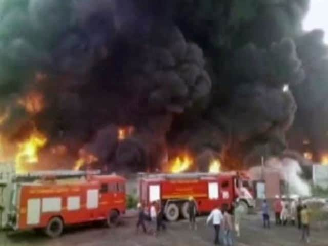 Video : सूरत में फैक्टरी में भीषण आग लगी, काफी माल का नुकसान