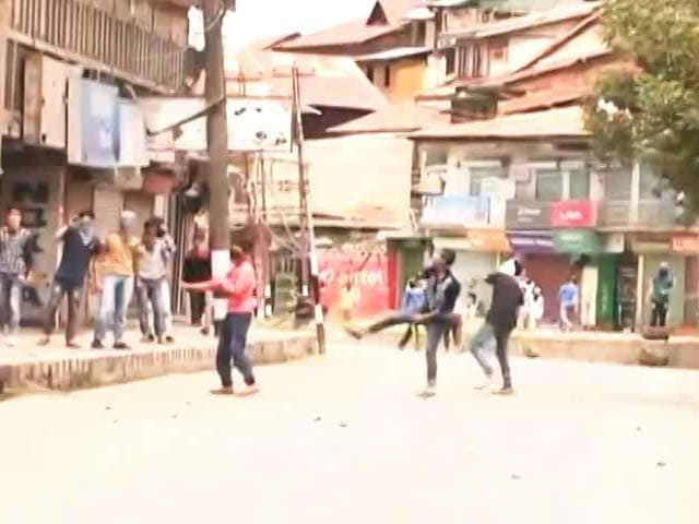 Video : In Unrest-Hit Kashmir, Children Lead Stone-Throwers