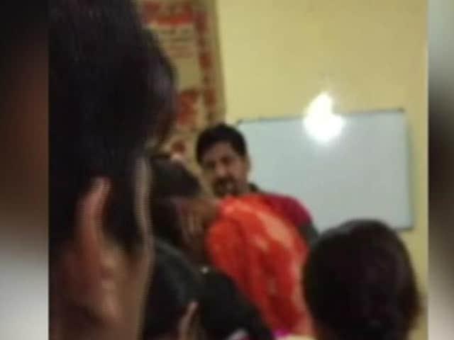 Video : करनाल : छात्रों के साथ जानवरों सा सलूक करने वाला बर्ताव