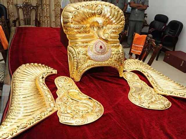 Video : KCR Keeps Vow, Telangana Pays 3 Crores For 11 Kg Gold Crown For Goddess