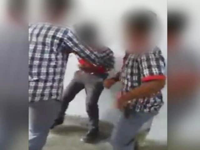 Videos : अच्छे नंबर आने की दी थी सजा : पीड़ित छात्र की NDTV से बातचीत