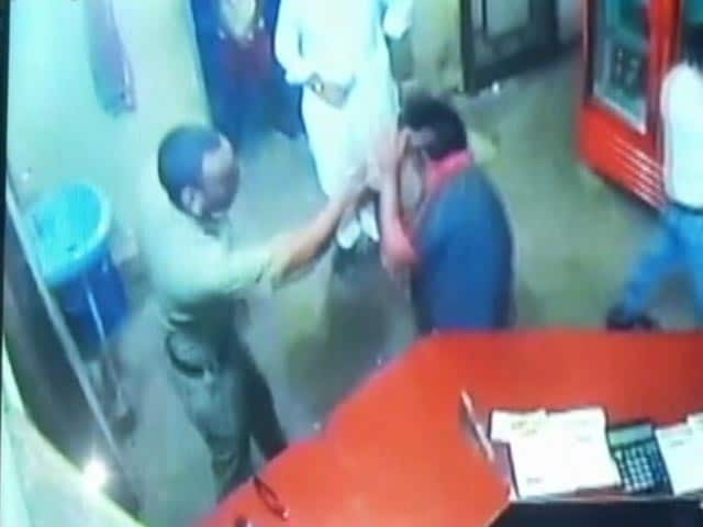 Video : Cop Slaps Dhaba Owner For 'Asking Him To Pay', Video Goes Viral