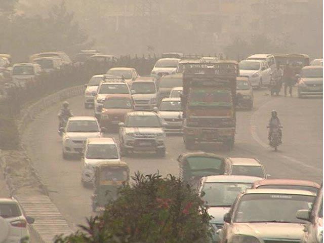 Video : दिल्ली में प्रदूषण फिर खतरनाक स्तर पर, पीएम 10 आनंद विहार पर 10 गुणा अधिक