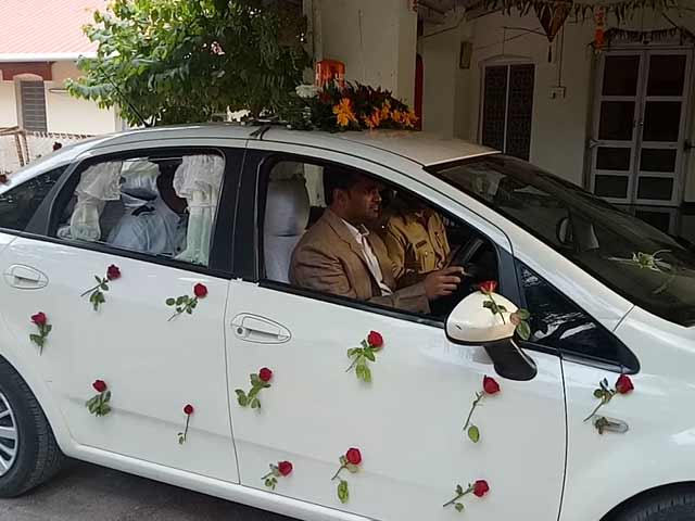 Video : As Farewell Gift, Collector Drives Chauffeur To Work On Retirement Day