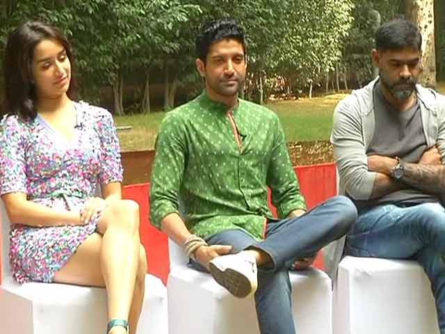 Video : <i>Mera Naam Joker</i>, Oops, Farhan