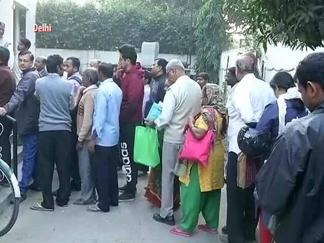 Video : Massive Queues At Banks, Millions Rush To Exchange Banned Notes