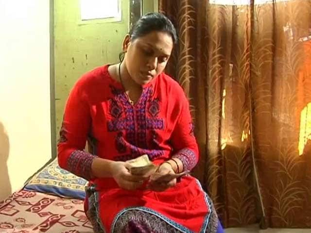 Video : Housewives Hit By Currency Ban, Stand To Lose Savings
