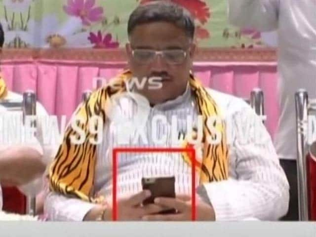 Video : Were Obscene Photos Whatsapped To Karnataka Minister? Cyber Cell To Probe
