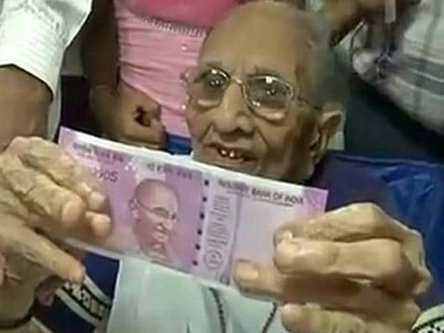 Video : Cash Crunch: From PM's Mother To The Aam Aadmi, Life In A Queue