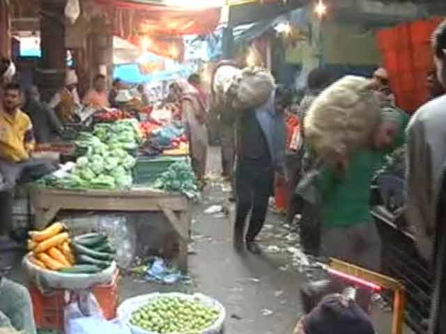 Video : In Cash-Only Market, Notes Ban Leaves Traders With Rotting Vegetables