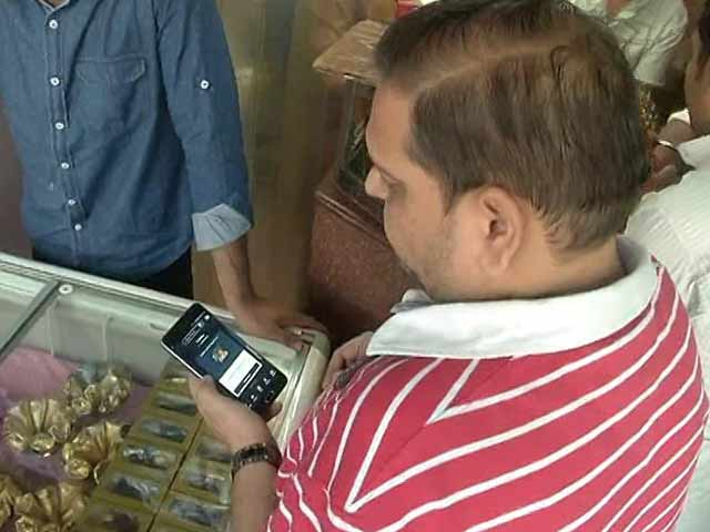 Video : Amid Currency Crunch, E-Wallets Cash In