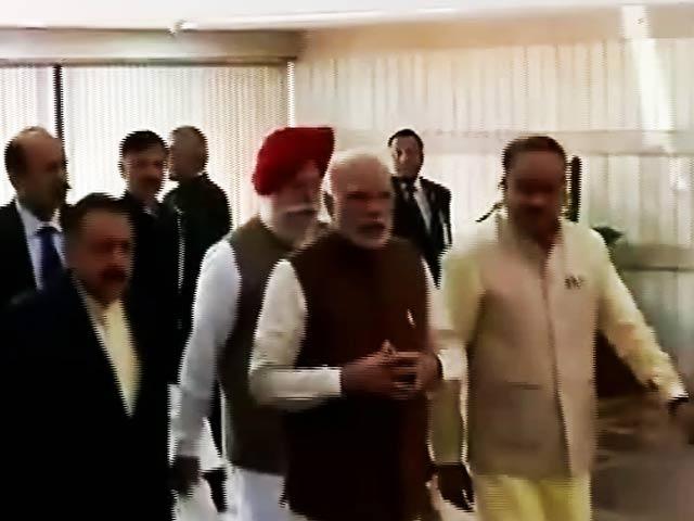 Videos : इंडिया 7 बजे : पीएम ने बीजेपी सांसदों, विधायकों से बैंक खातों का ब्योरा देने को कहा