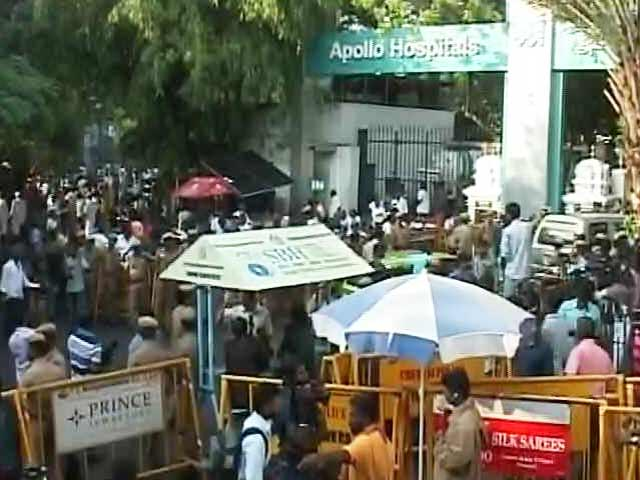Video : 'Jayalalithaa Remains In Grave Situation Despite Best Efforts', Says Hospital