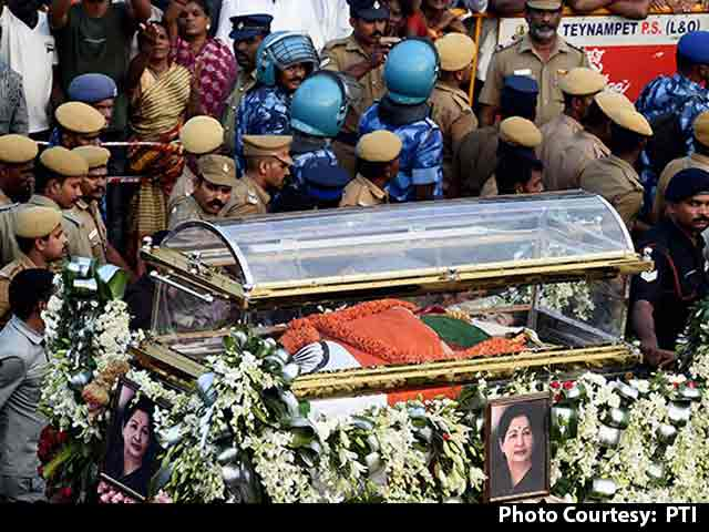 Video : Jayalalithaa Buried In Sandalwood Casket Next To Mentor MGR