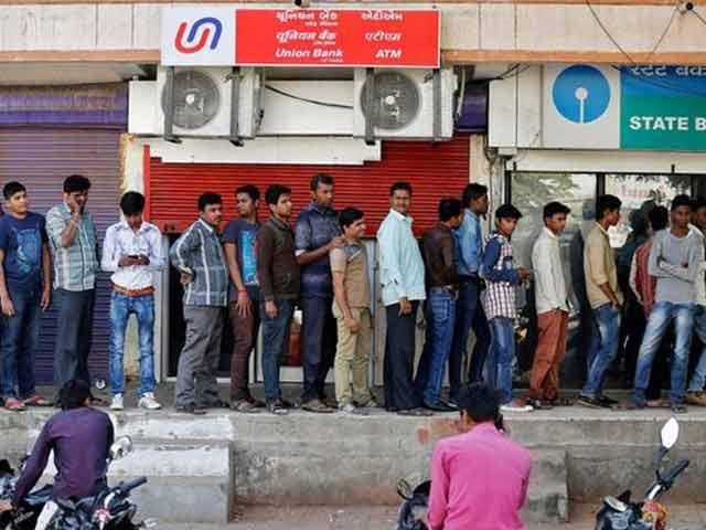 Video : इंडिया 8 बजे : सोलापुर में एटीएम की लाइन में खड़े लोगों को कार ने कुचला