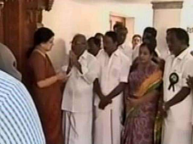 Video : AIADMK Urges Sasikala Natrajan, Jayalalithaa's Closest Aide, To Lead Party