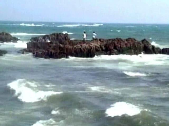 Video : आंध्र प्रदेश में च्रकवाती तूफान वर्दा को लेकर हाई अलर्ट