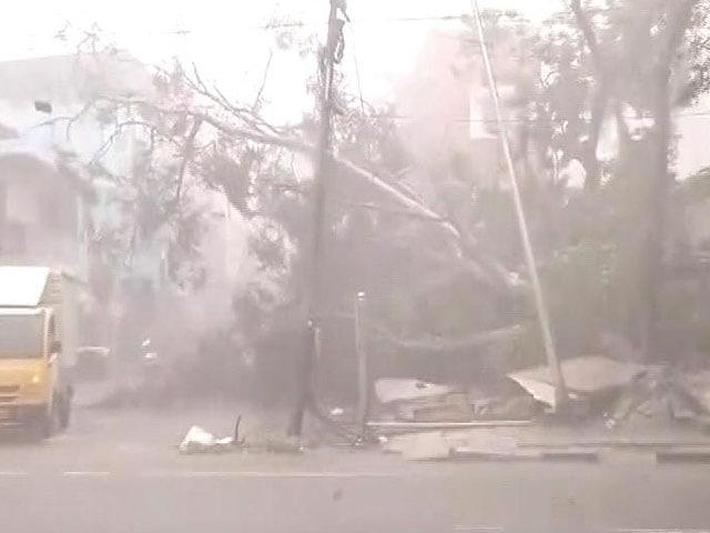 Video : चेन्नई तट से टकराया वरदा तूफान, 2 की मौत