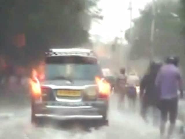Video : इंडिया 7 बजे : 'वरदा' तूफान से दो लोगों की मौत
