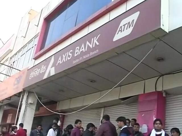 Video : Raids At 2 Axis Bank Branches, 60 Crores In 20 Fake Accounts In Noida