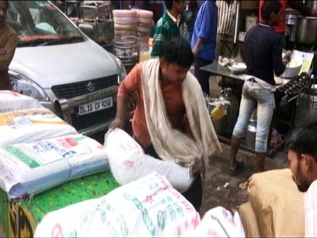 Video : नोटबंदी से मुश्किल में कामगार, घर नहीं भेज पा रहे पैसा