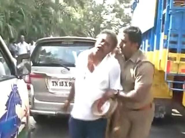 Video : AIADMK Rebel Sasikala Pushpa's Husband Attacked As She Eyes Top Post