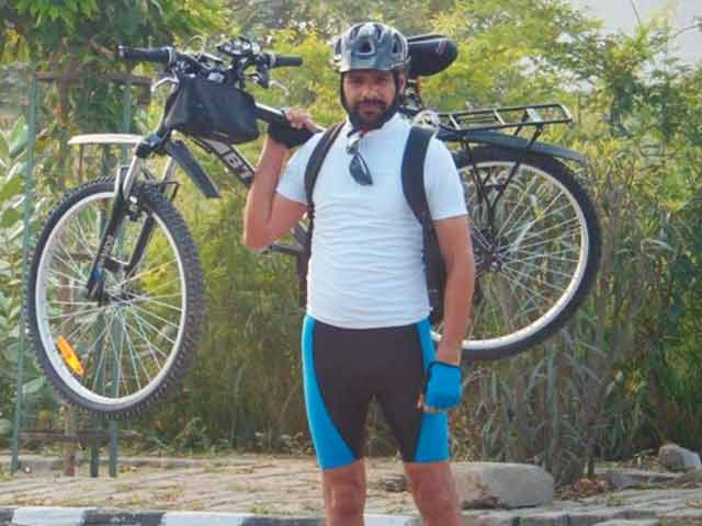 A Man Cycles From Kargil To Kanyakumari To Spread The Swachh India Message