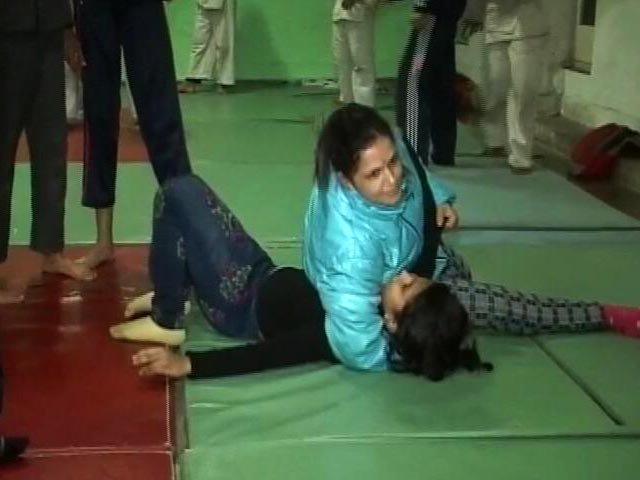Video : 'Dangal' Actresses From Jammu And Kashmir Inspire Youth To Take Up Wrestling