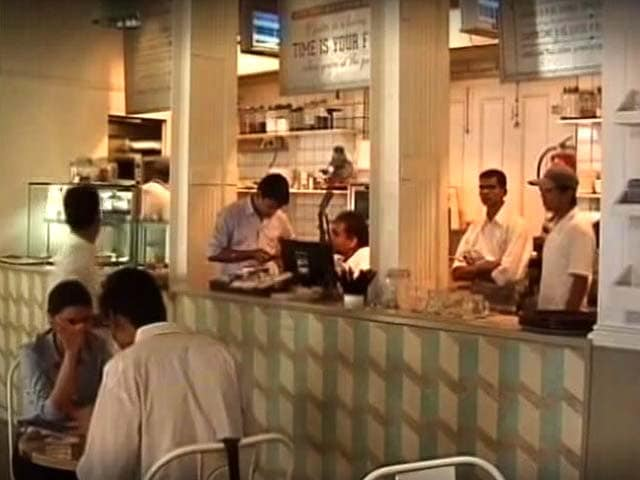 Video : Bad Service? You No Longer Have To Pay Service Charge At Restaurants